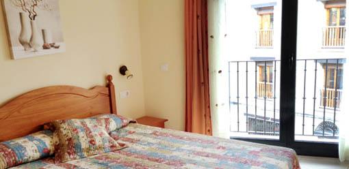 Dormitorio matrimonio, apartamentos San Cristóbal en Valderrobres